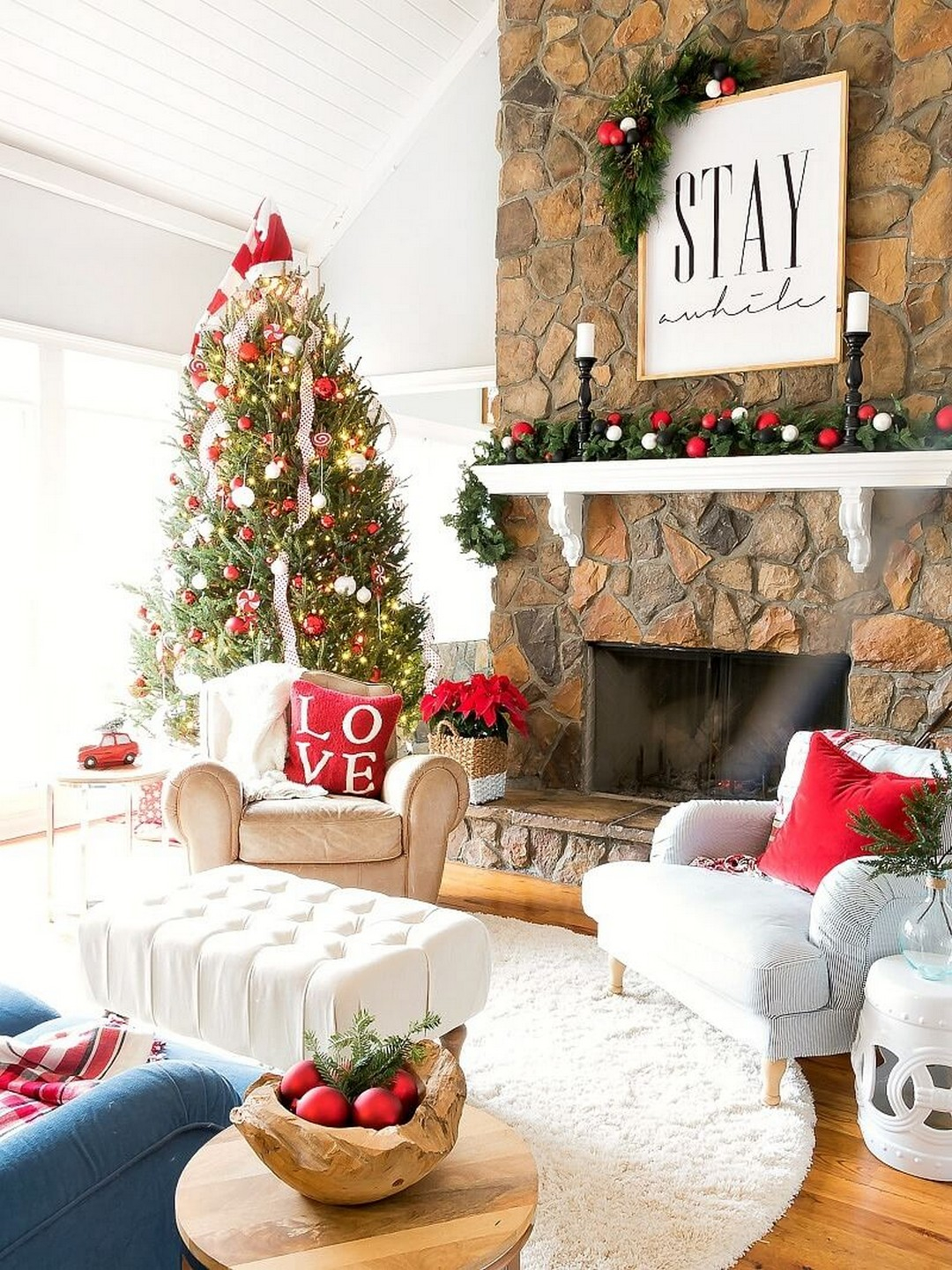 Amazing 32 Wonderful And Beautiful Christmas Living Room Decor Ideas throughout New Christmas Living Room