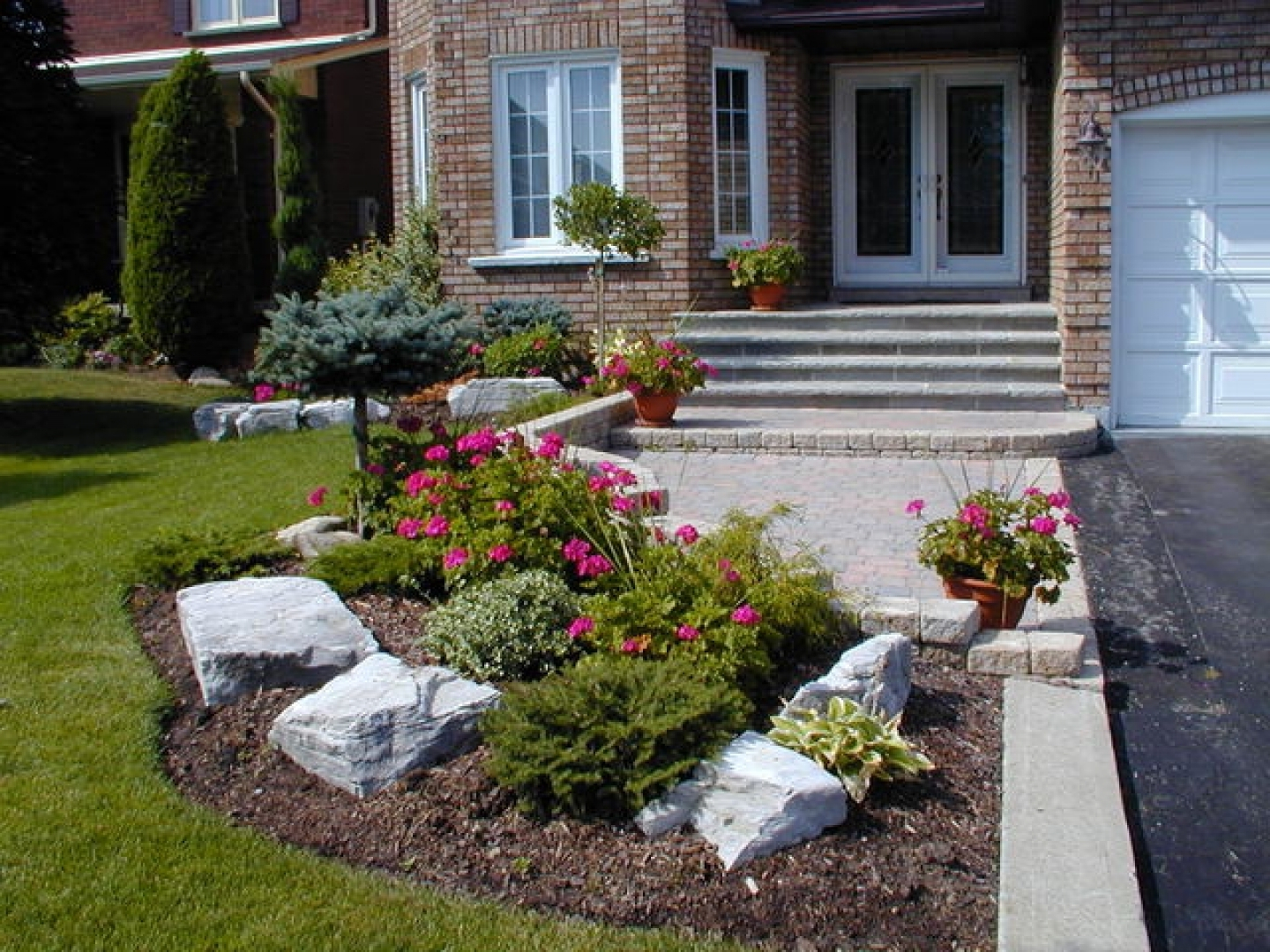 Beautiful Landscaping A Small Backyard Great Landscaping A Small Backyard with regard to Landscape Design Front Yard
