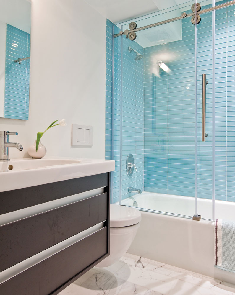 Elite Bathroom: Engaging Picture Of Modern Bathroom Decoration Using with High Quality Blue Glass Tile Bathroom