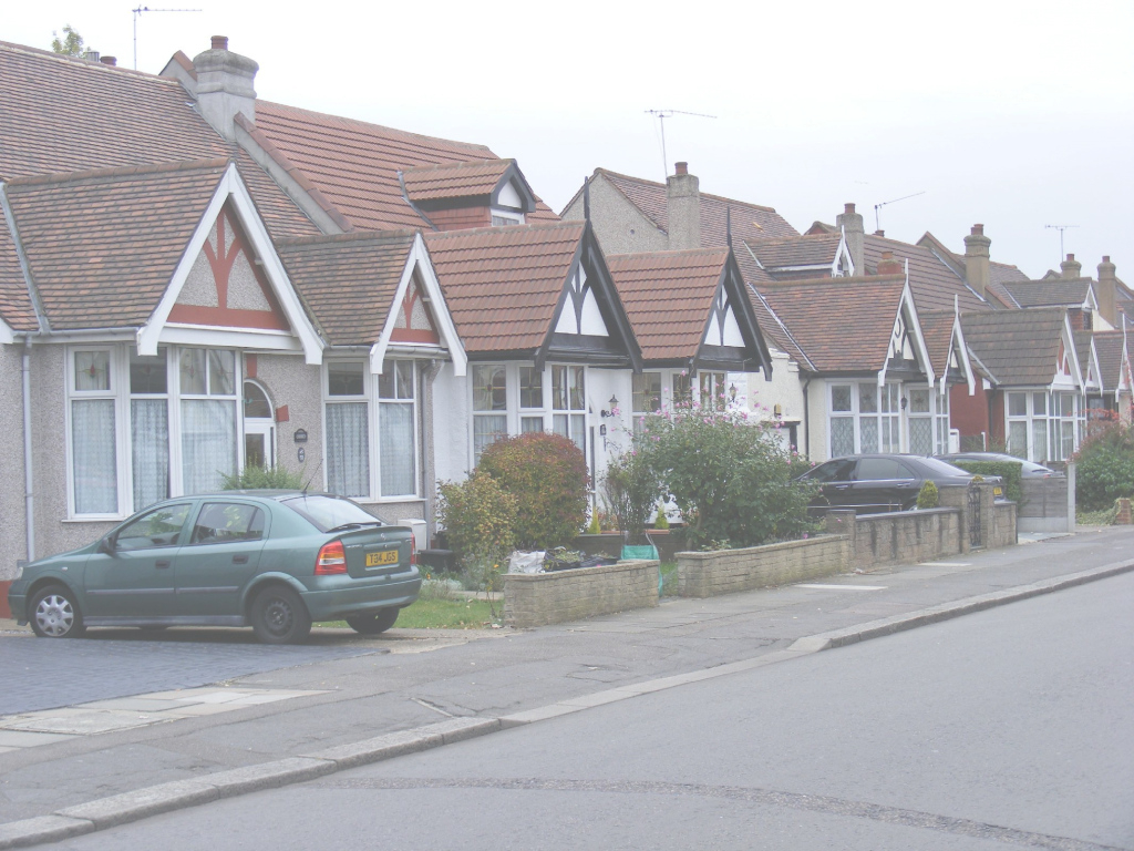 Elite File:row Of Bungalows In Seven Kings - Wikimedia Commons in Bungalow Seven