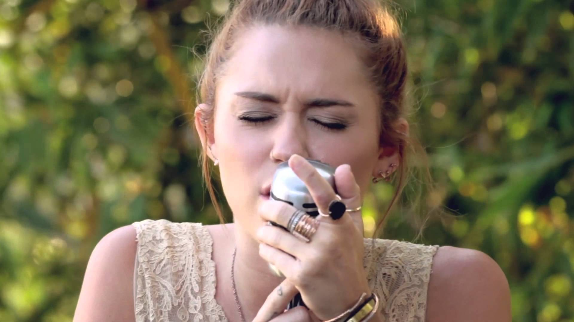 "Epic Miley Cyrus - The Backyard Sessions - ""jolene"" - Youtube regarding The Backyard Sessions"
