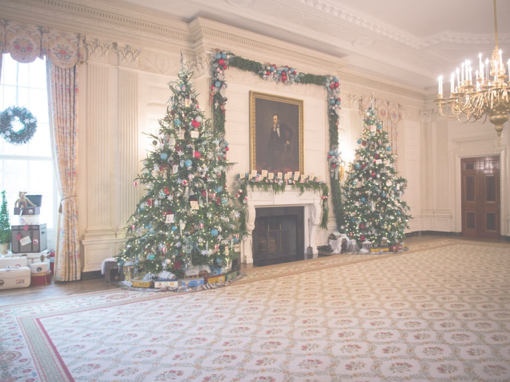 Epic White House's State Dining Room Decorated For Christmas | Hgtv pertaining to White House State Dining Room