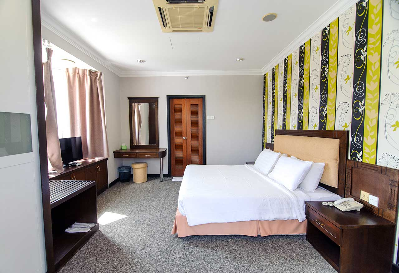Fabulous Executive Deluxe Room Of Garden View Hotel - Garden View Hotel with Luxury Garden View Hotel