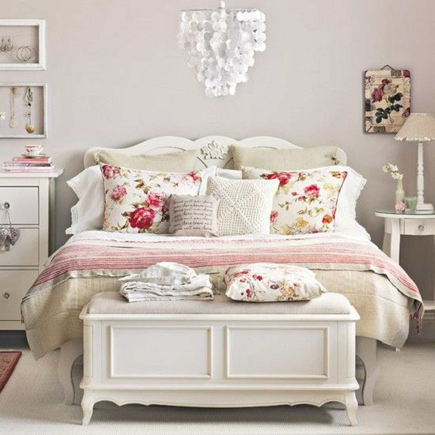 Fabulous Vintage Bedroom Decorating Ideas And Photos within Vintage Bedroom