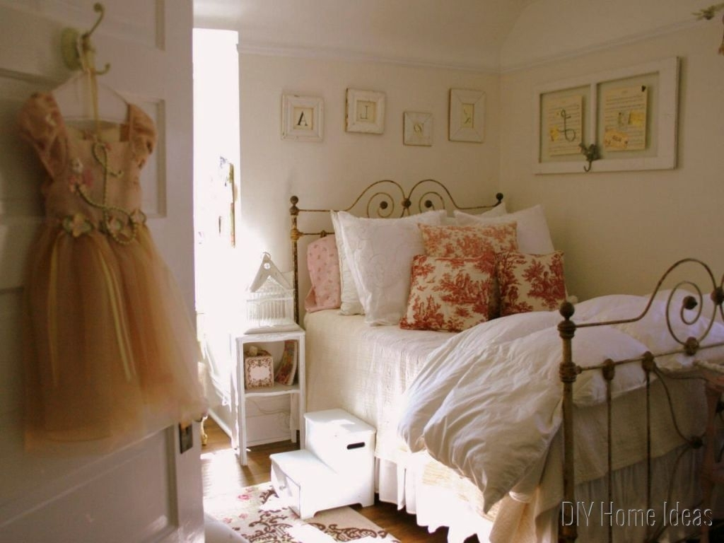 Fabulous Vintage Bedroom Ideas For Small Rooms (Photos And Video within Unique Vintage Bedroom