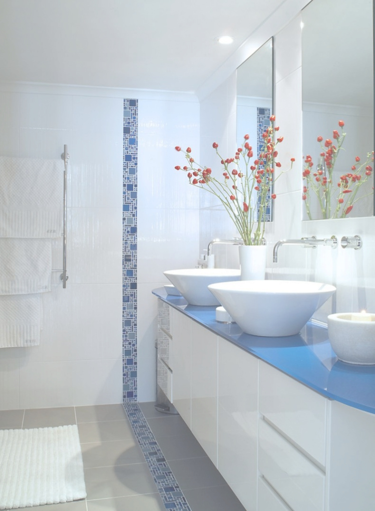Fancy Bathroom: Inspiring Blue Bathroom Decoration Using Blue Mosaic in Blue Mosaic Bathroom