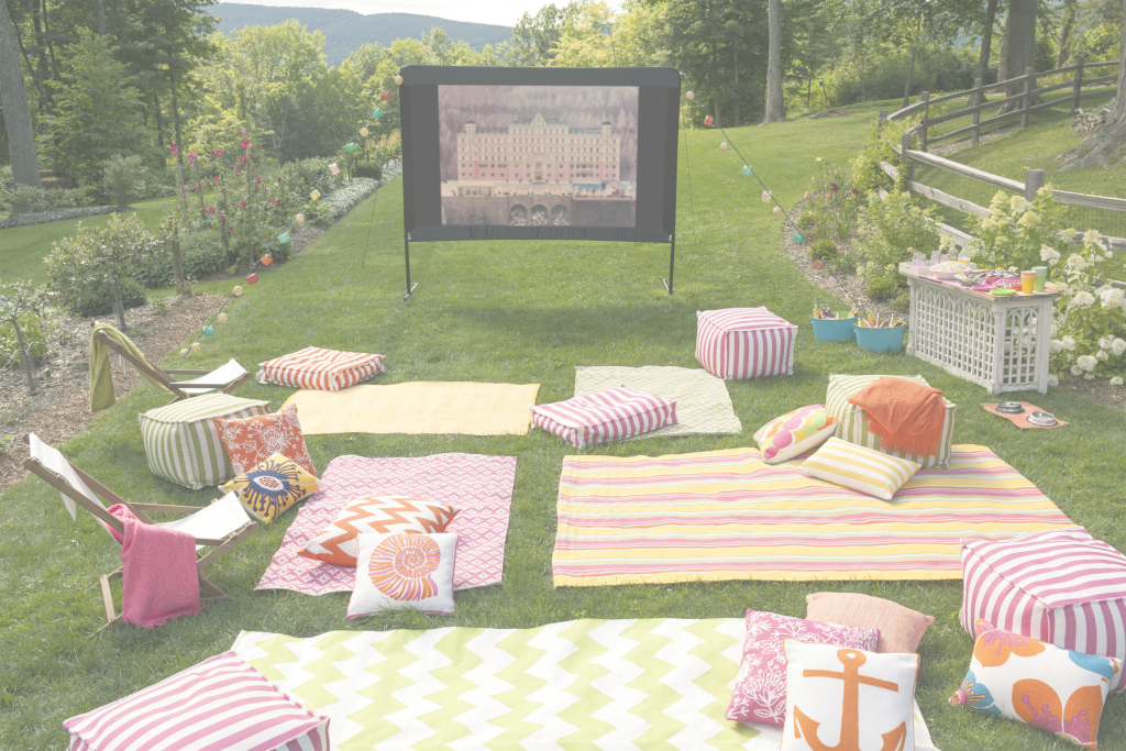 Glamorous 10 Tips For Hosting An Outdoor Movie Night | Fresh American with regard to American Backyard
