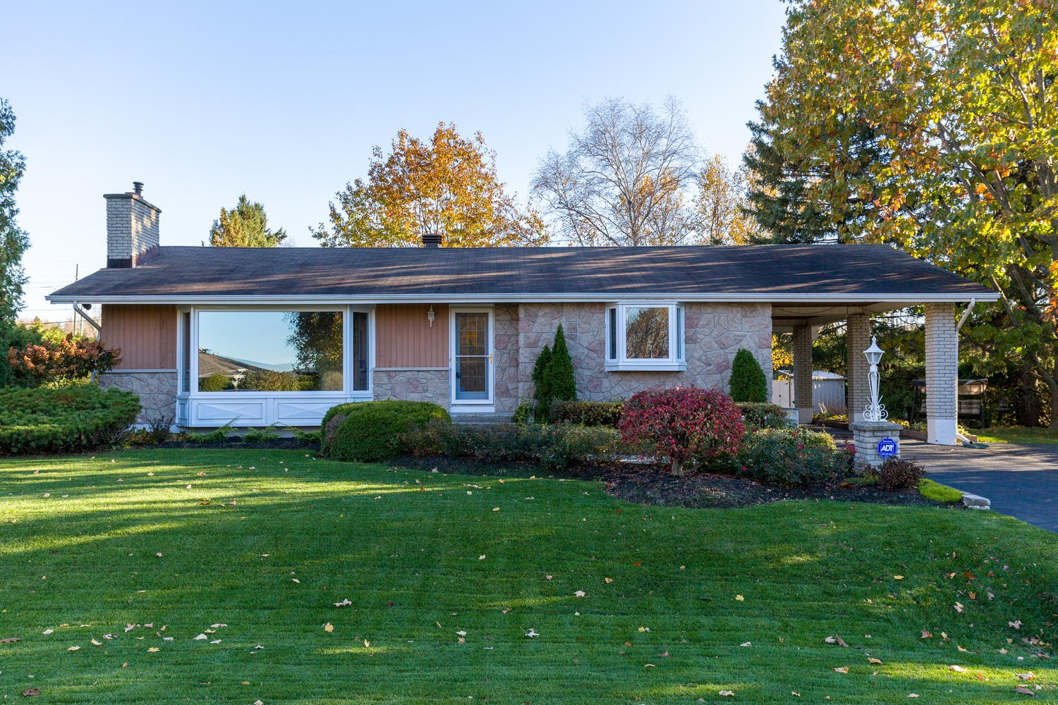 Inspirational Cumberland Bungalow For Sale - 1572 Bella Vista Dr - The Pilon Group pertaining to Review Bungalow Homes For Sale