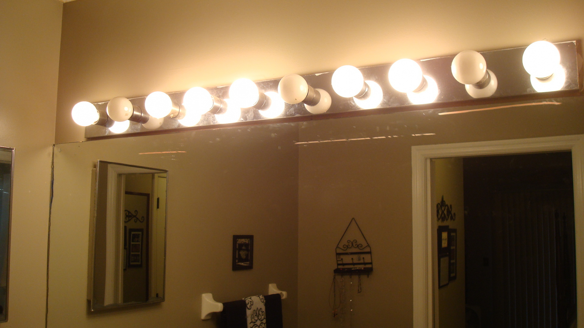 Lovely Led Vanity Light Bulbs Bathroom Vanity Cozy Design Bathroom Vanity in Review Bathroom Vanity Light Bulbs