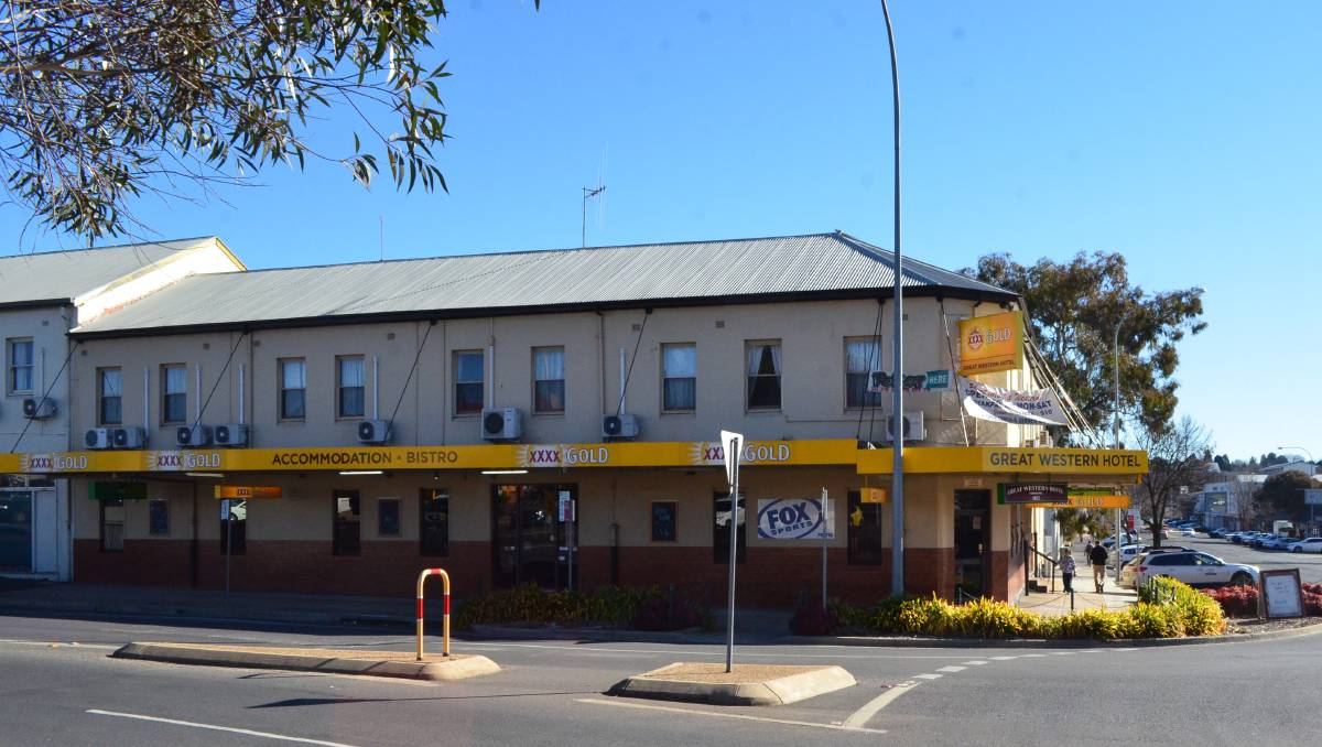 Lovely Mind Your Business: Iconic Orange Pub To Go Under The Hammer In with Fresh Garden Hotel Dubbo