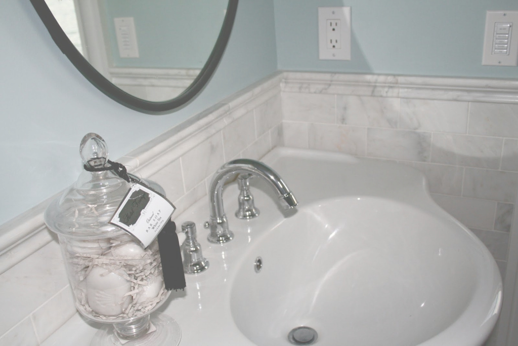Lovely Seaglass Colored Bathroom | Blue Hc 149 Benjamin Moore Historical in Yarmouth Blue Bathroom