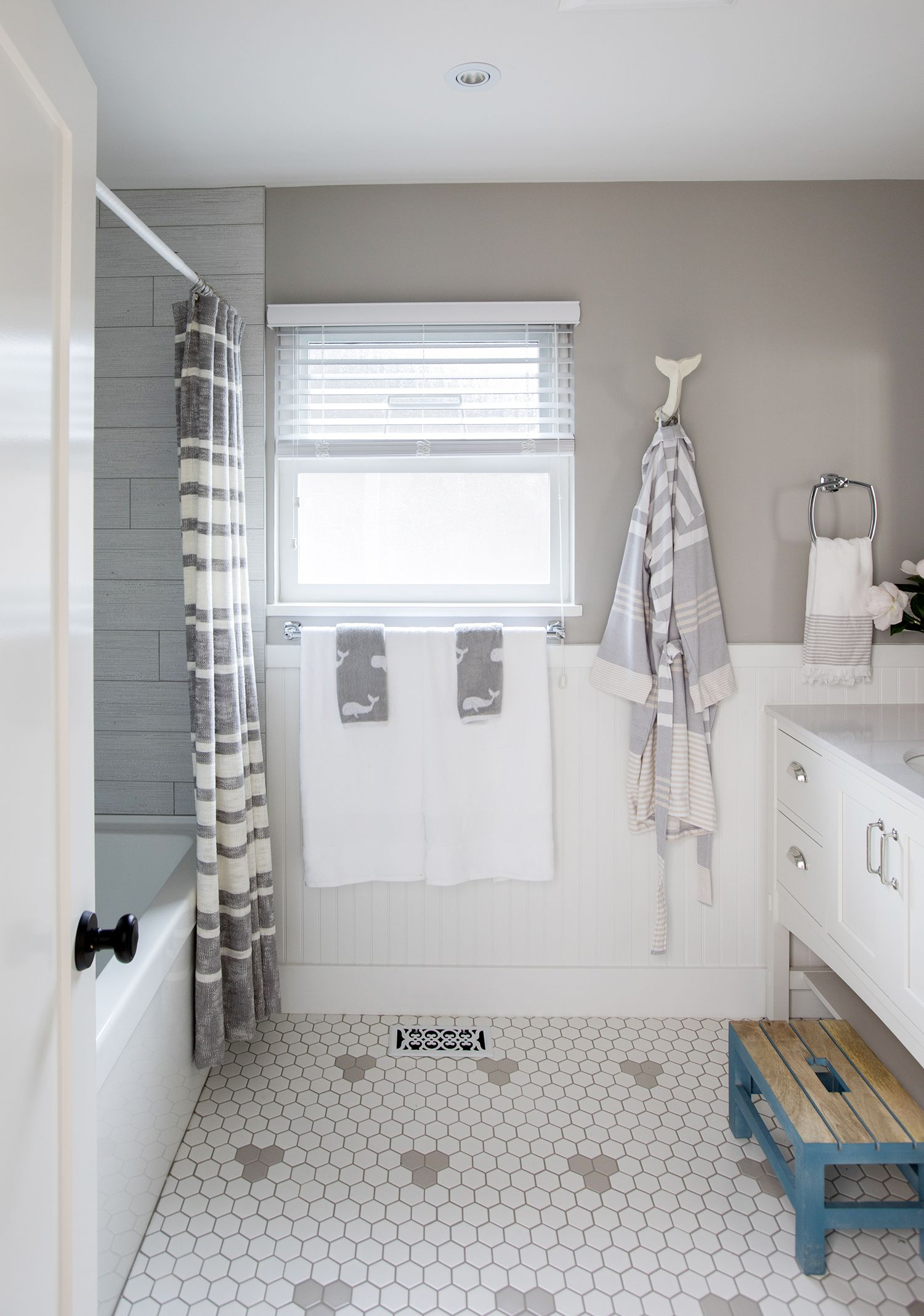 Modern 12 Kids' Bathroom Design Ideas That Make A Big Splash | Neutral throughout Good quality Neutral Bathroom Ideas