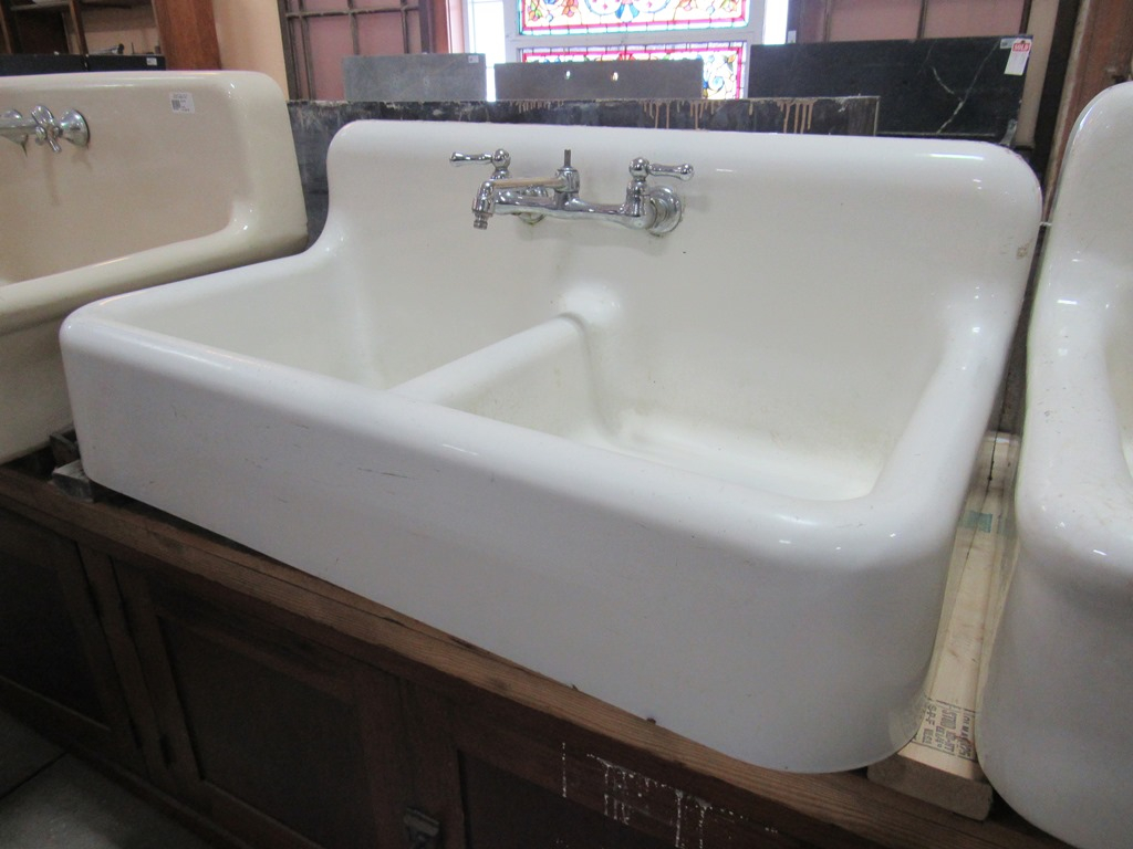 Modular Nor'east Architectural Salvage Of South Hampton, Nh. Antique in Antique Bathroom Sinks