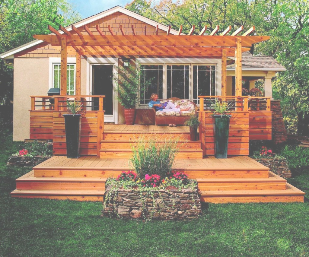 Inspirational Pretty Backyard With Awesome Small Deck Idea : Pretty Small Deck with Pretty Backyards