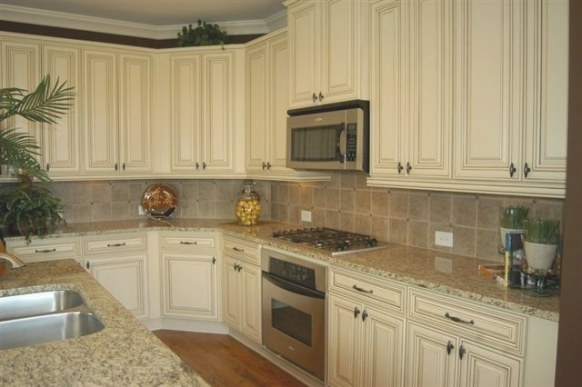 Antique White Cabinets With St Cecilia Light Granite in Santa Cecilia Light Granite