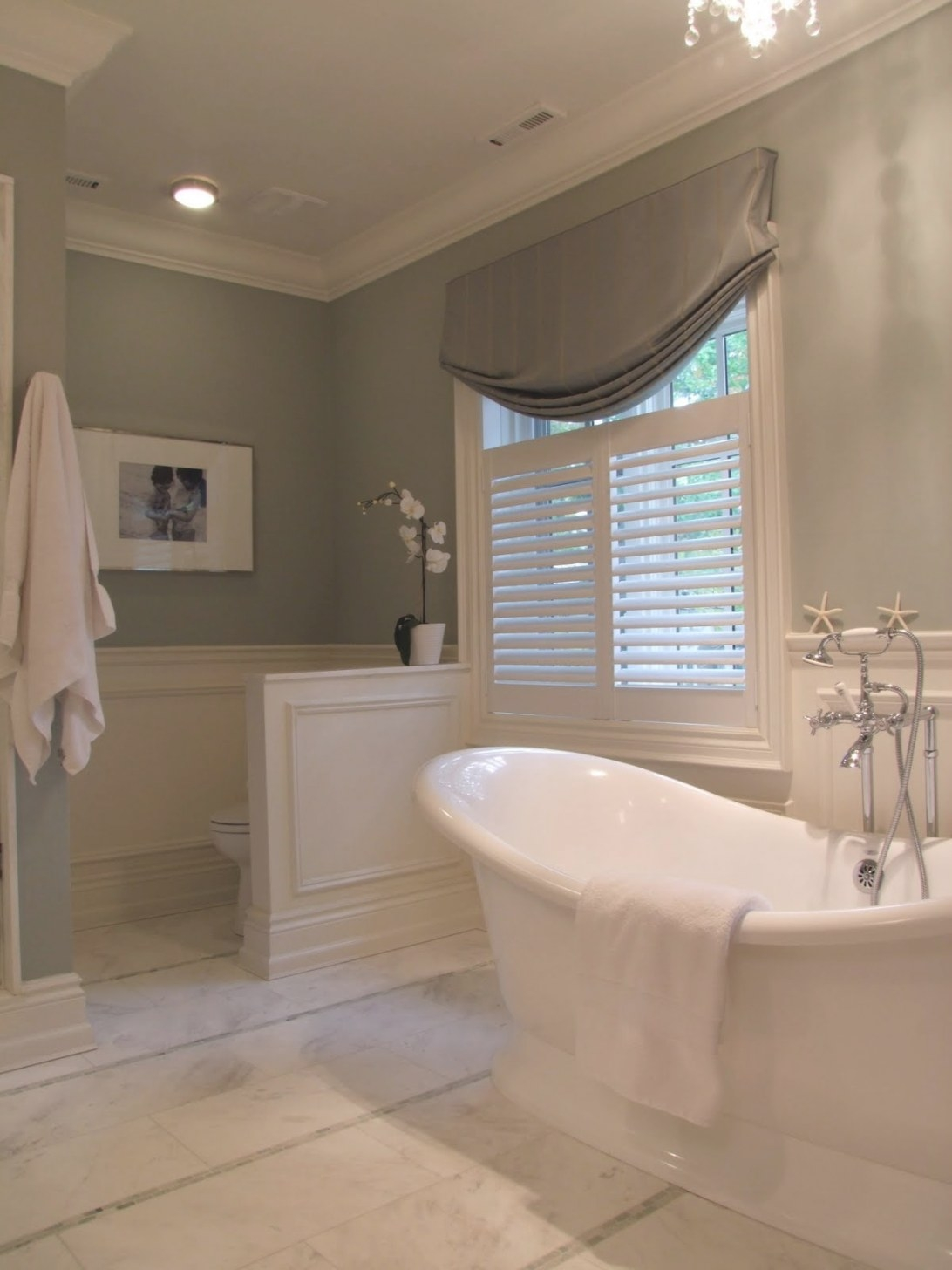 Creed: Archives: Family Bathroom with Small Privacy Window Bathrooms