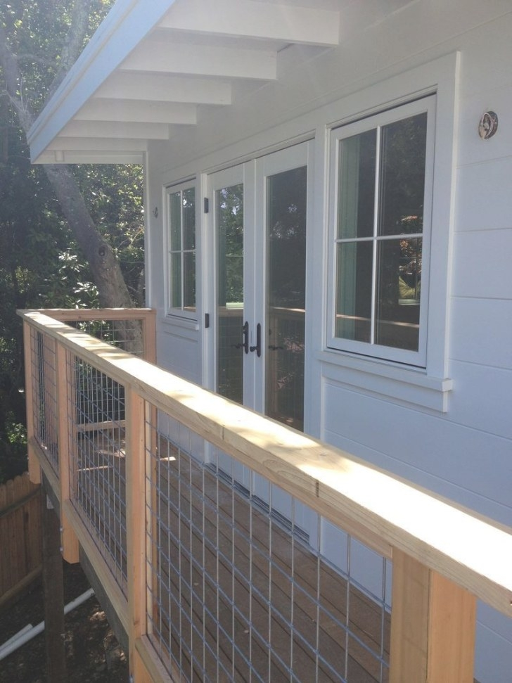 Looooooooove These Deck Rails. Perfect In Every Way for Hog Wire Deck Railing
