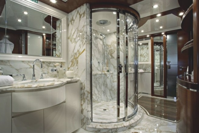 Luxury Bathrooms With Walk-In Showers You Need To See pertaining to How Big Does A Walk In Shower Need To Be To Not Have A Door