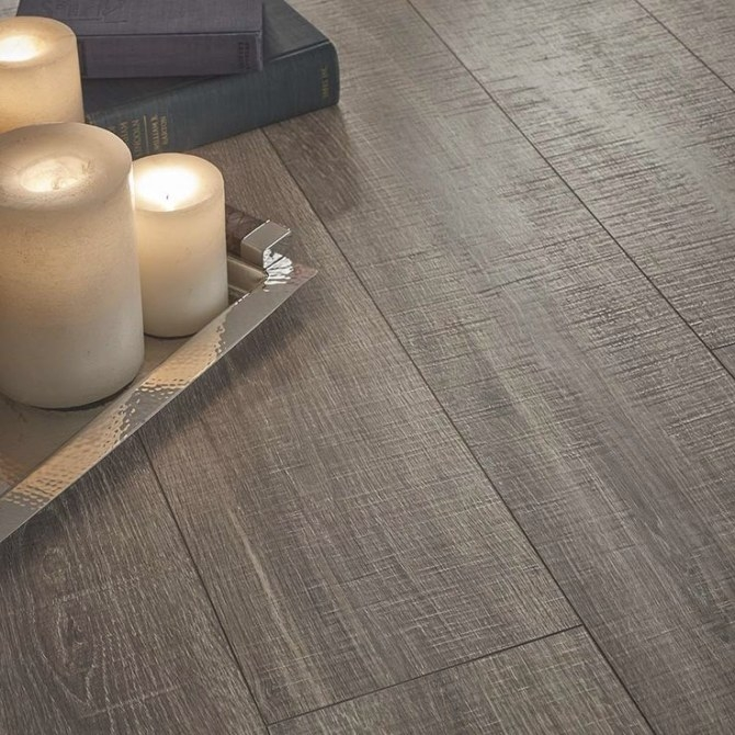 Shop Pergo Max Premier 7.48-In W X 4.52-Ft L Heathered Oak in Pergo Flooring In Bathroom