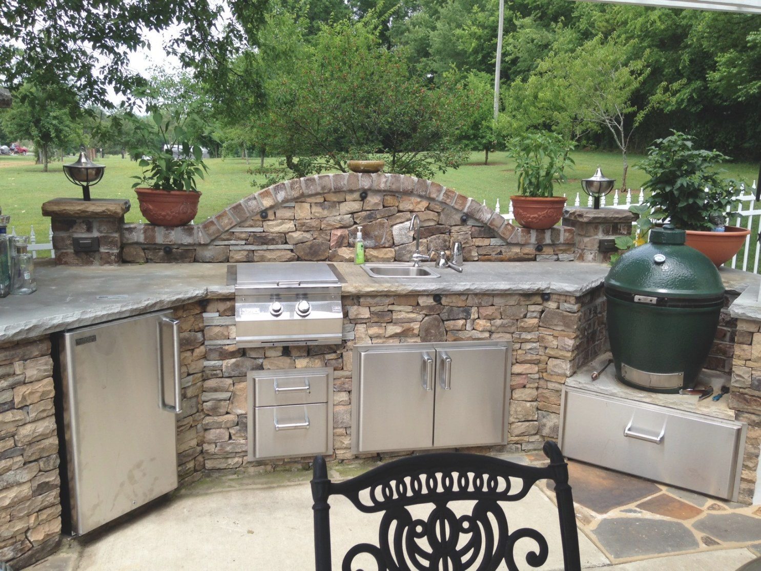 Big Green Egg Outdoor Kitchen - Fine's Gas Blog inside Big Green Egg Outdoor Kitchen