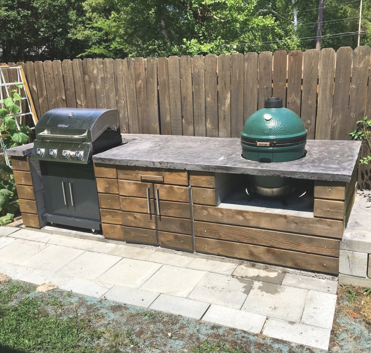Outdoor Kitchen With Big Green Egg | Outdoor Kitchen Design in Big Green Egg Outdoor Kitchen